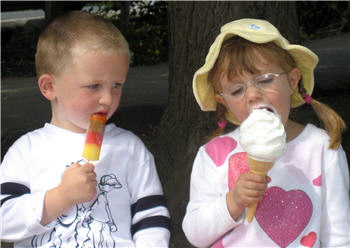 kids with ice cream