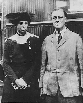 franklin_d_roosevelt_and_eleanor_roosevelt_1920