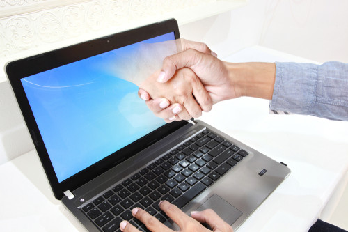 laptop handshake